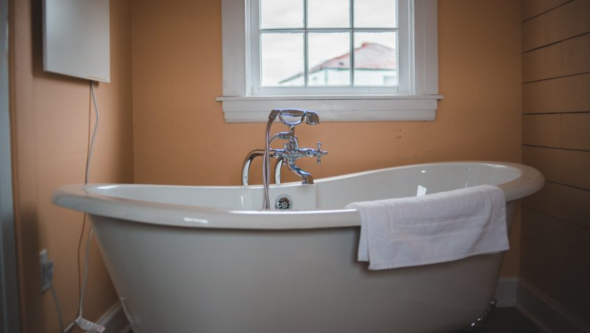How Long Does Bathtub Reglazing Last_ Is It Worth It